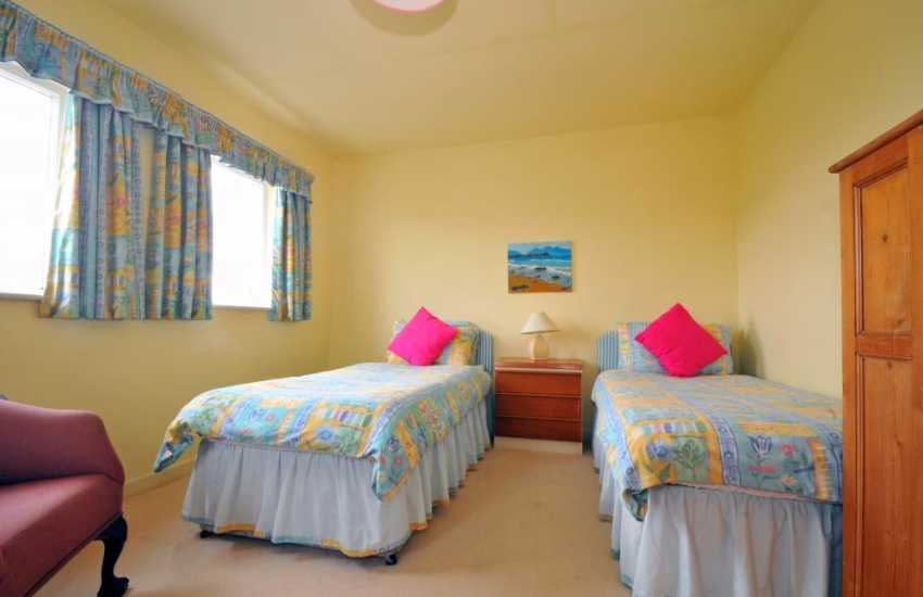 Anglesey coastal cottage - twin bedroom