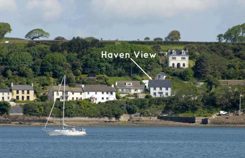 South Pembrokeshire holiday home on the banks of the Haven Waterway