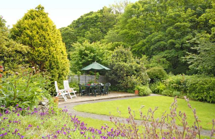 Solva holiday cottage with mature private gardens