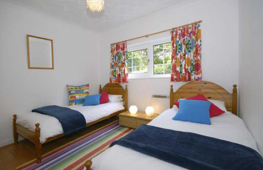 North Pembrokeshire holiday home sleeping 8 - twin bedroom