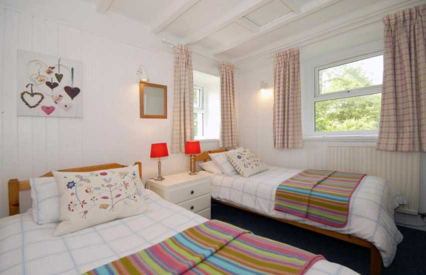 Solva holiday home sleeps 4 - twin