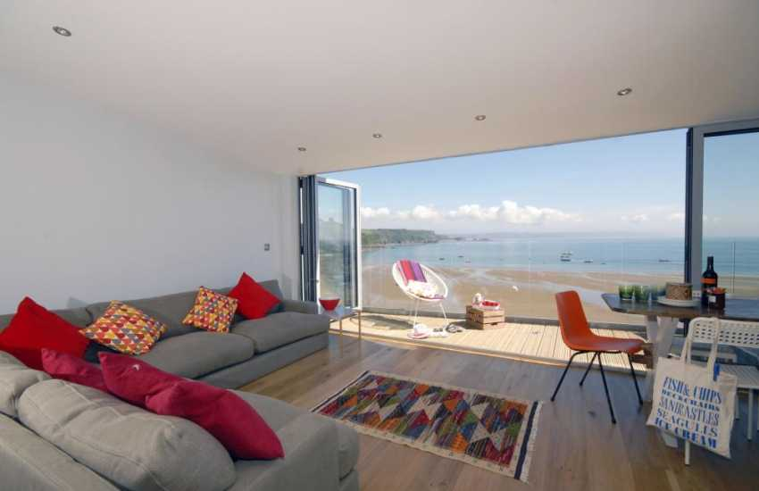 Tenby holiday home overlooking the North Beach and harbour - open plan living room