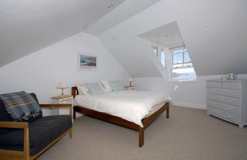 Tenby Pembrokeshire family house sleeping 8 - 3rd floor master en-suite with sea views