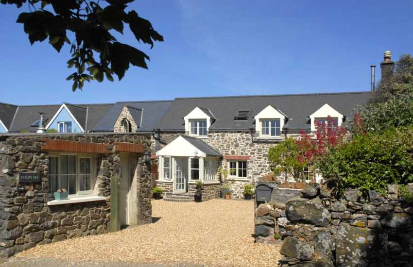 North Pembrokeshire holiday cottage sleeps two - pets welcome