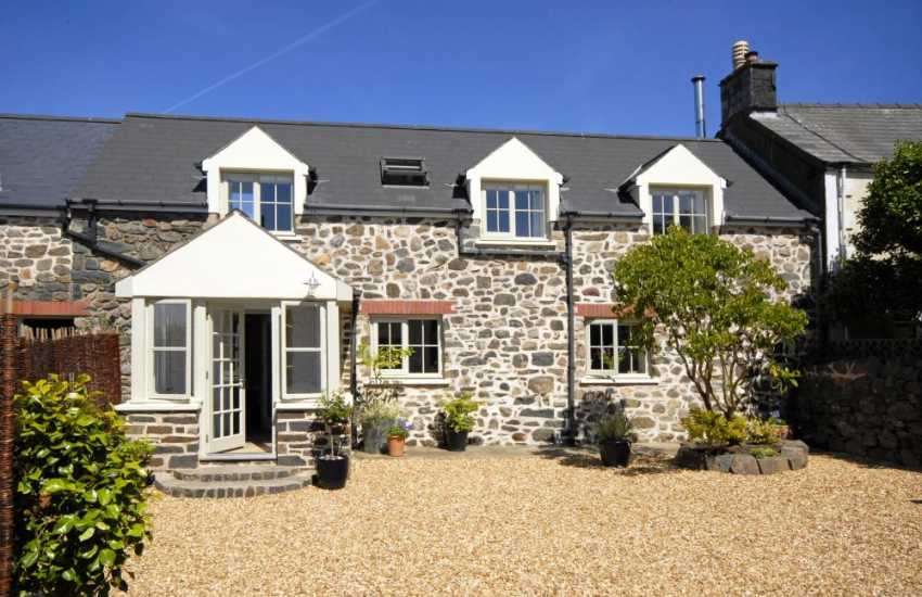 Strumble Head holiday cottage sleeps two - pets welcome