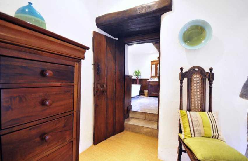 En-suite bathroom off double bedroom in luxury holiday cottage