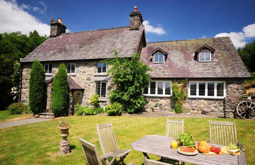 Welsh holiday cottage near Bala - sleeps 9