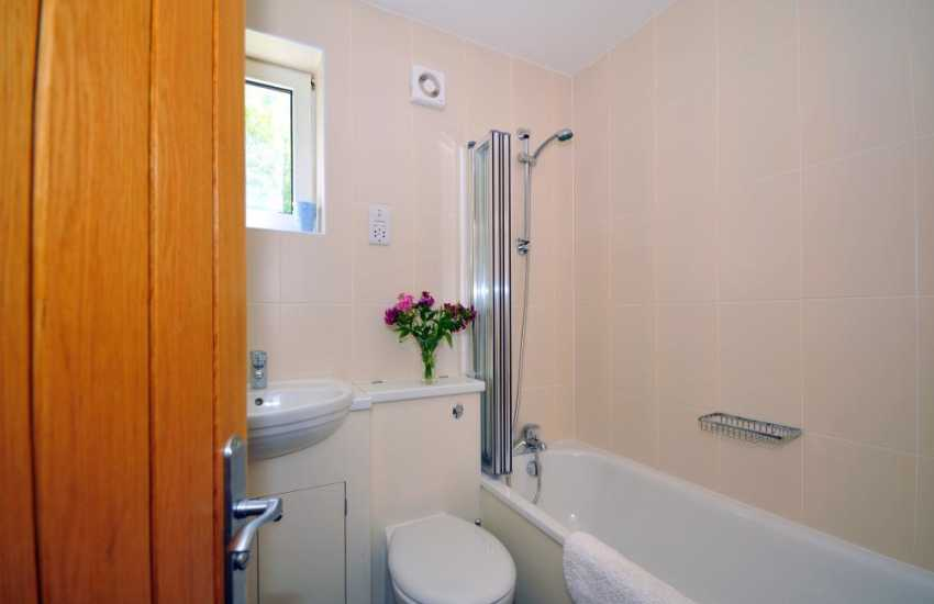Welsh holiday coastal cottage - bathroom