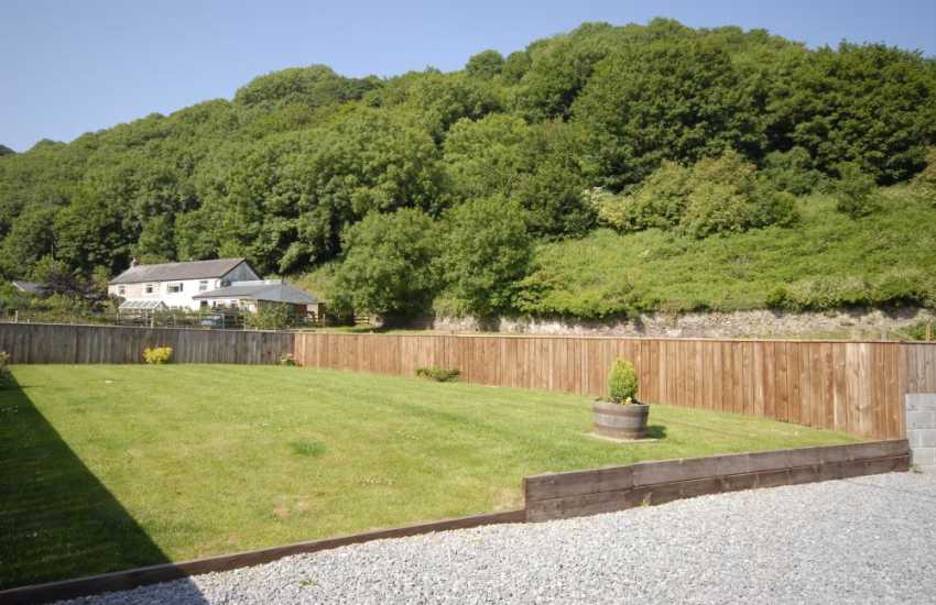 Laugharne holiday cottage with enclosed gardens - pets welcome