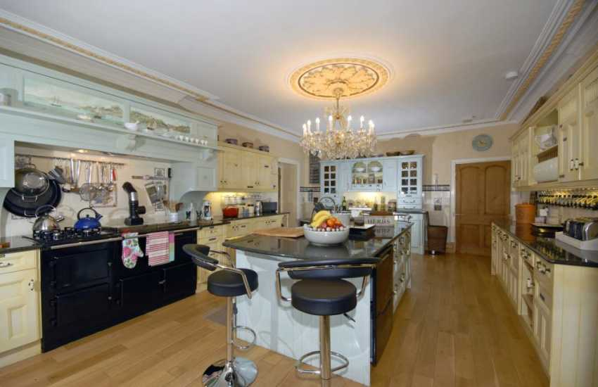 Cooking enthusiasts will love the family kitchen perfectly set up for 'bake-offs'!