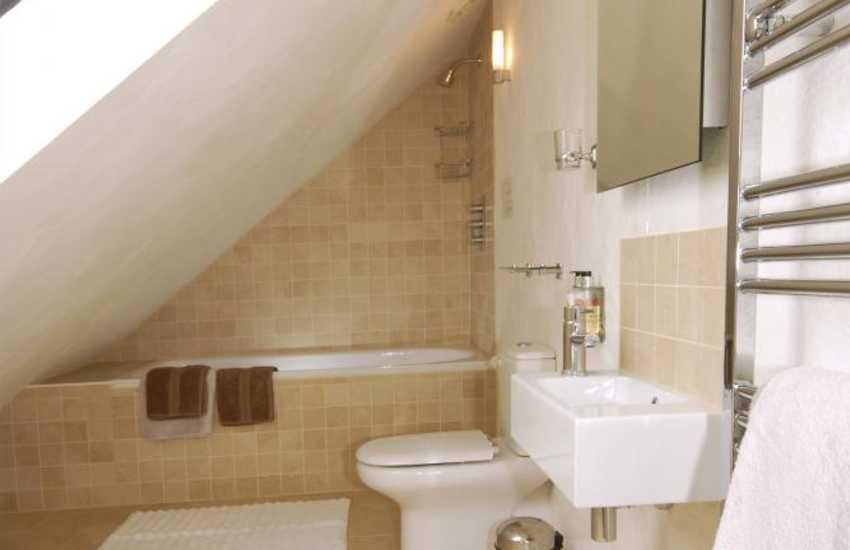 2nd floor master en-suite bathroom