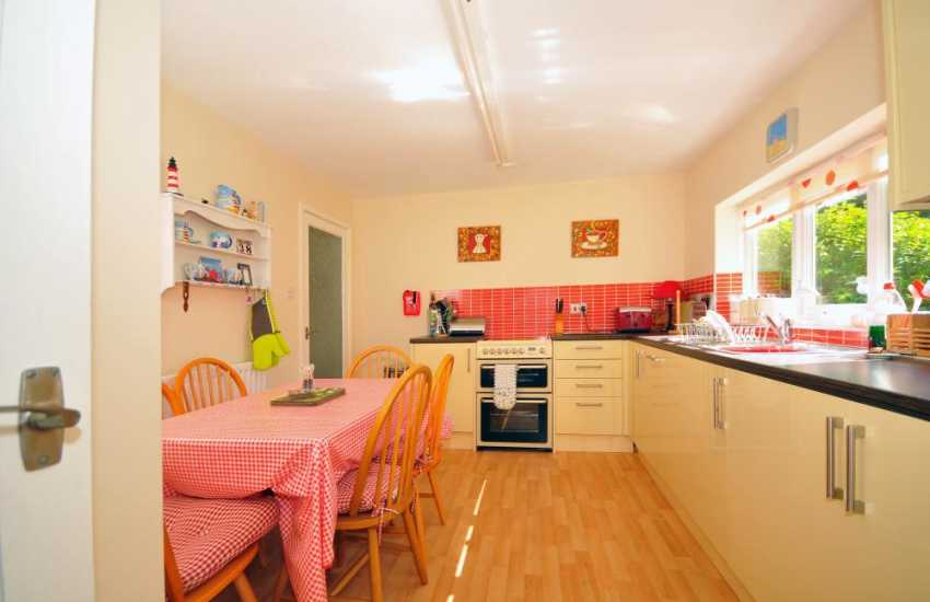 Porthmadog holiday cottage - kitchen