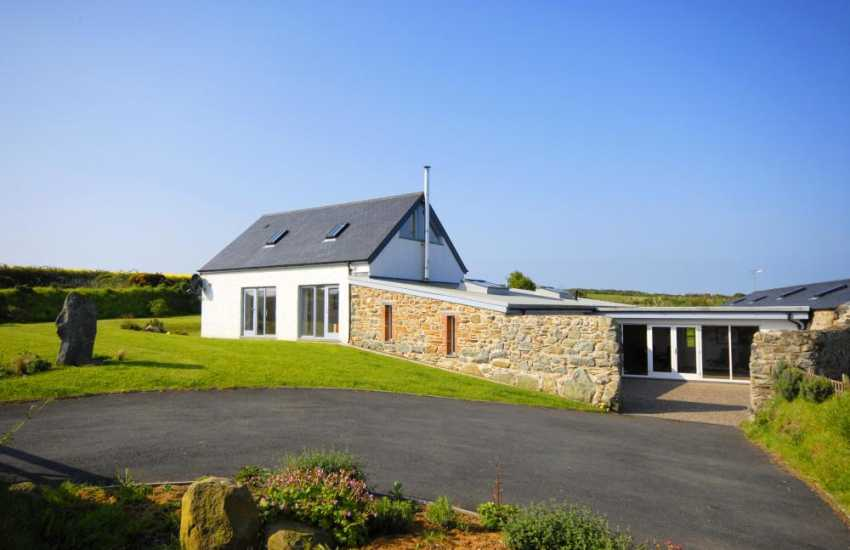 Restored North Pembrokeshire barn on the coast near Abereiddy - pets welcome