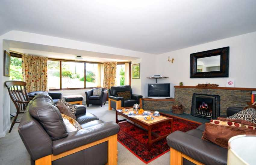 Cottage on welsh coast with hot tub - lounge