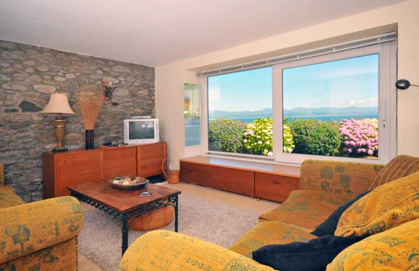 Sea views from luxury lounge - close to Criccith Castle
