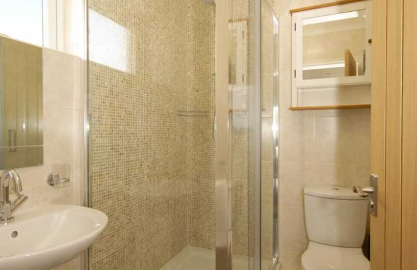 Waterfront holiday home - master en-suite shower room