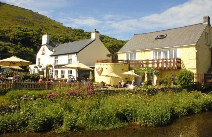Eat at the Cambrian Restaurant, Harbour Inn or Number 35, a waterside cafe selling delicious homemade cakes and ice creams