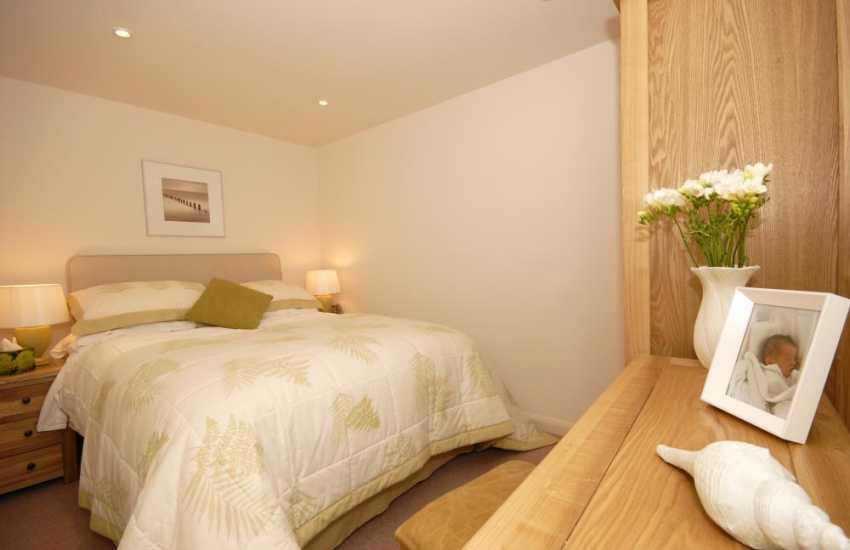 South Pembrokeshire holiday cottage - ground floor double bedroom