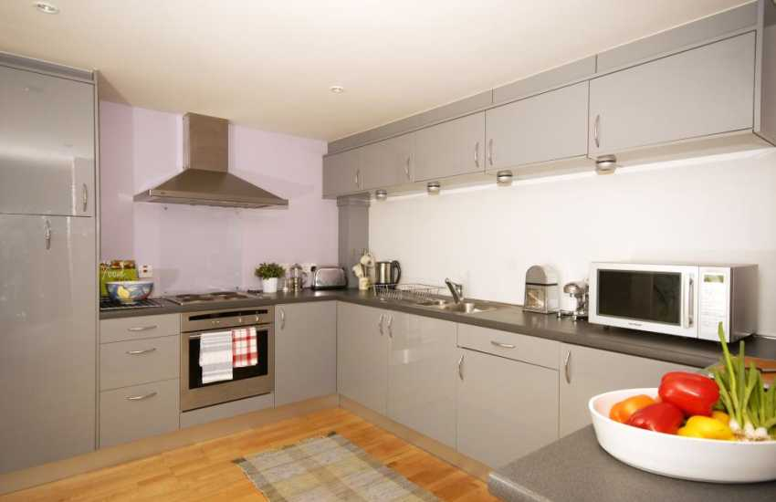 Self-catering Cottage in Bosherston - sleek modern kitchen