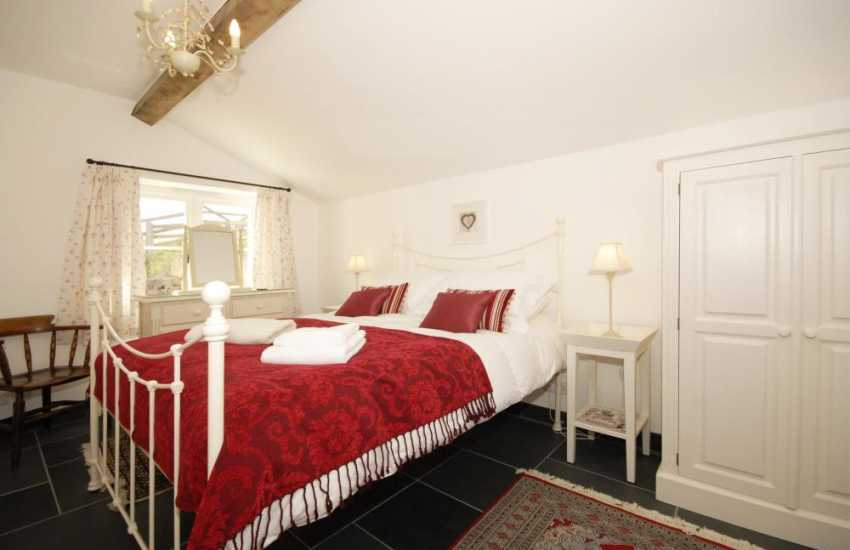 North Pembrokeshire holiday cottage sleeping 6 - ground floor double