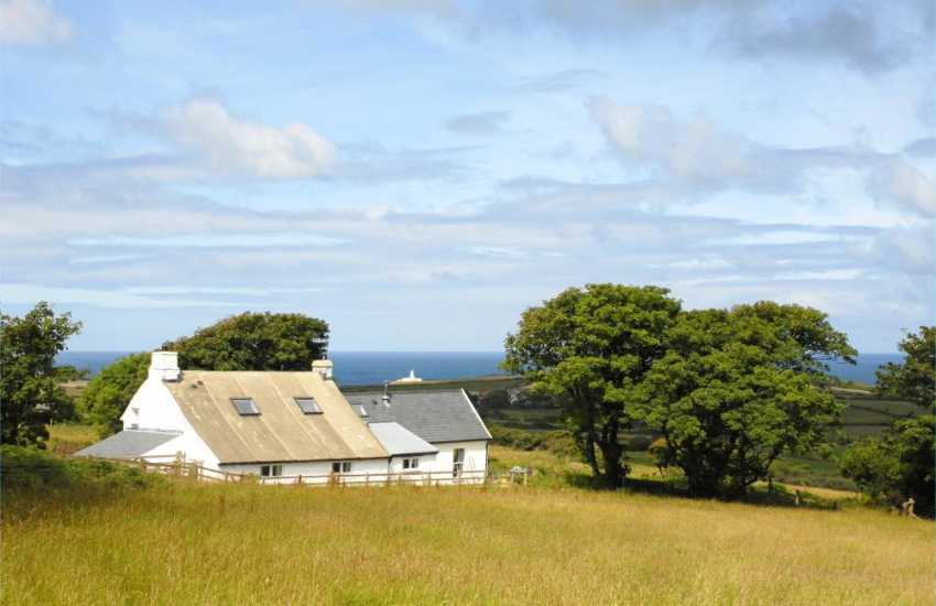 Strumble Head holiday cottage with stunning sea views - pets welcome