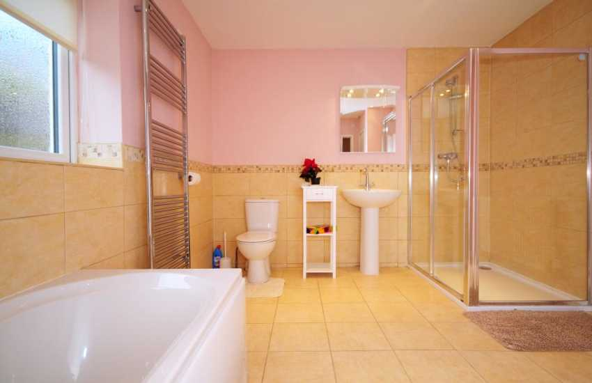 Lleyn peninsula holiday cottage - bathroom