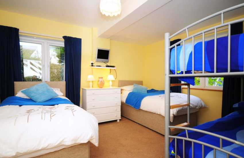 Morfa Nefyn holiday cottage - bedroom