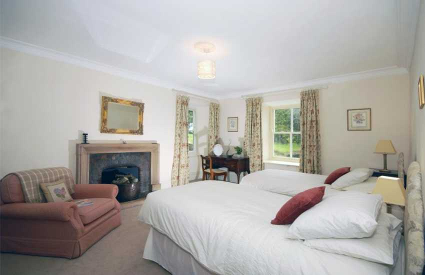Holiday home in Pembrokeshire - ground floor twin bedroom