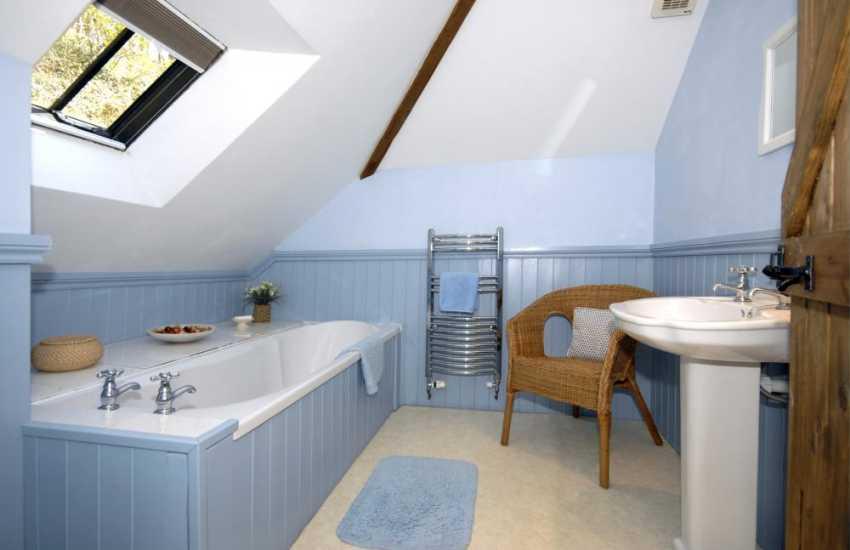 Gwaun Valley cottage - master en-suite bathroom