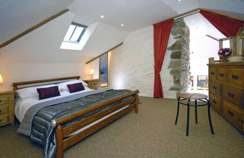 Cottage near Newport, Pembrokeshire - gallery master bedroom