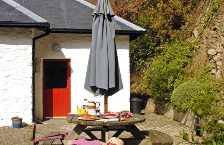 Gwaun Valley rural retreat, Pembrokeshire - sheltered   deck for alfresco dining