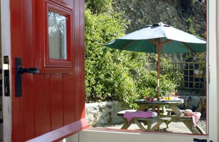 Pembrokeshire holiday cottage with stable door to the   deck - pets welcome