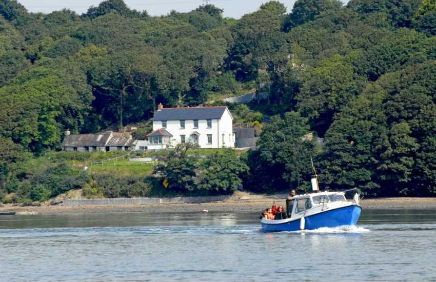South Pembrokeshire holiday home on the banks of the Cleddau River