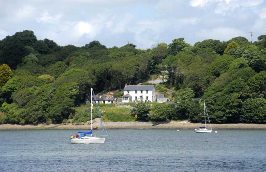 Pembrokeshire holiday home overlooking the 'Secret Waterway' - pets welcome