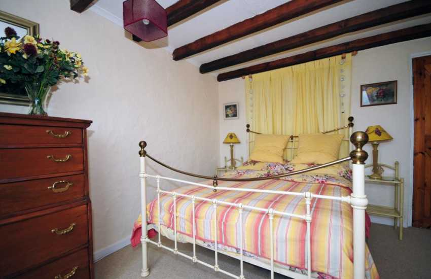 Rural retreat welsh coast - bedroom