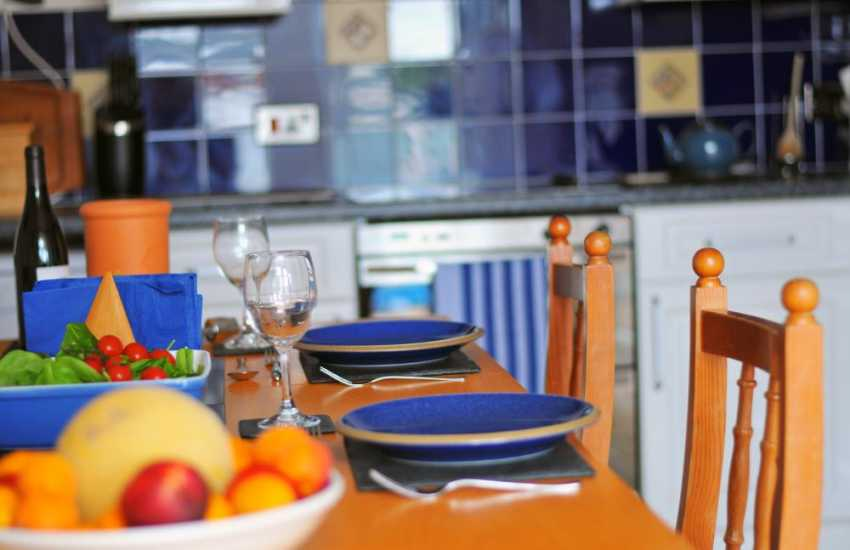 Aberdaron self catering cottage - dining area