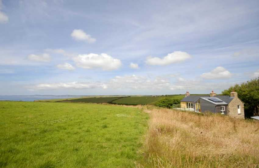Spacious Pembrokeshire farmhouse on the coast for rent - pets welcome