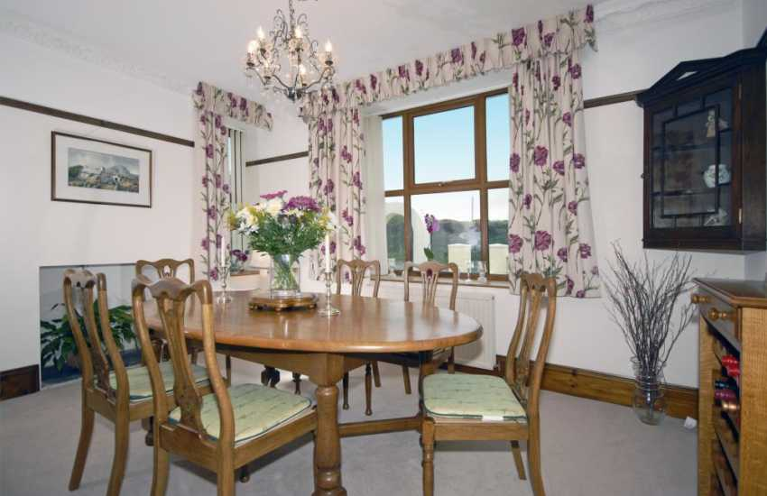 Pembrokeshire house for rent - elegant dining room