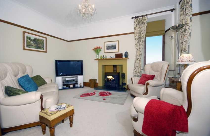 North Pembrokeshire holiday cottage with multi-fuel stove and sea views