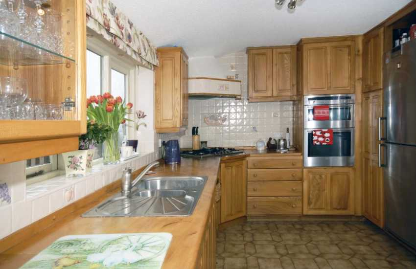 Self-catering holiday home near St Davids - country style kitchen