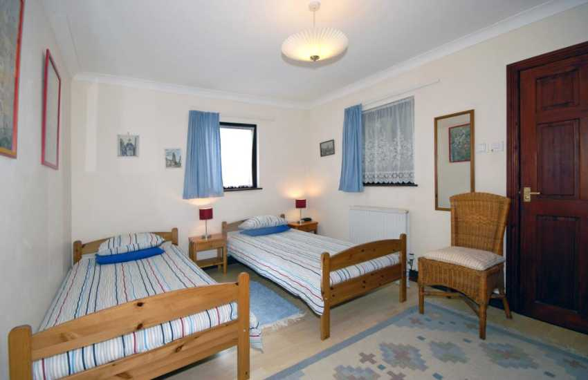 Newgale, Pembrokeshire holiday cottage sleeping 6 - ground floor