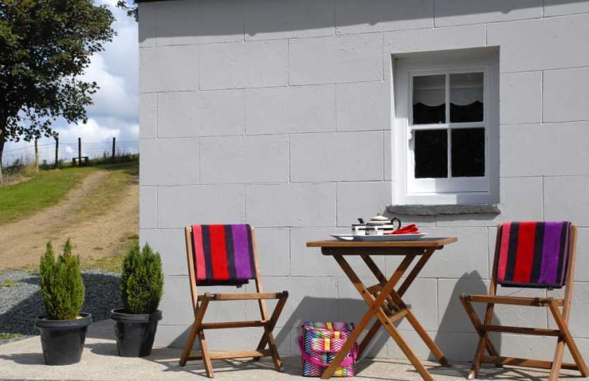 Holiday cottage near Little Haven - sunny spot in the garden