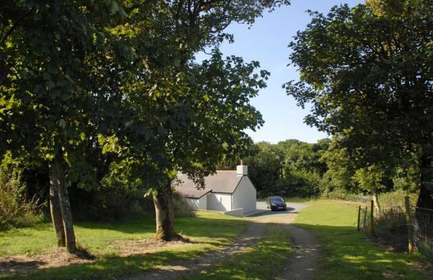Marloes Sands cottage just for two - pets welcome