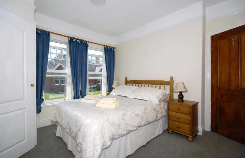 Wales, Cardigan Bay holiday home sleeps 7 - double with en-suite shower