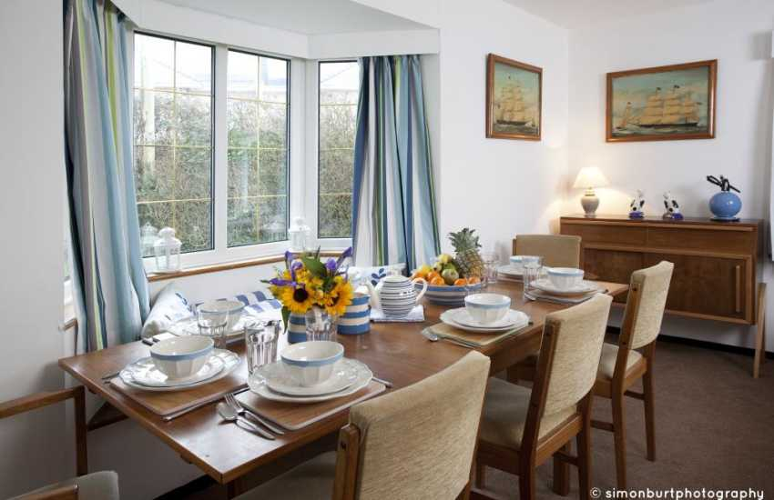 Holiday cottage near the beach Wales - dining room
