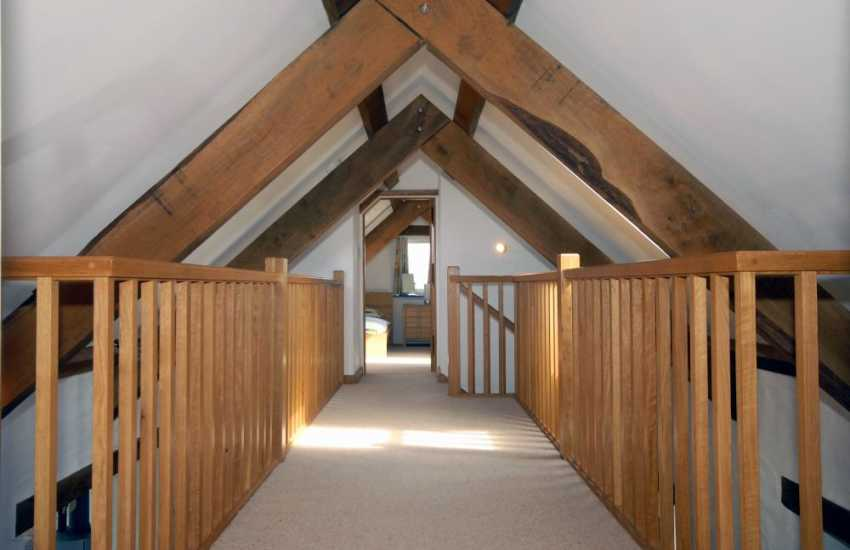 Wales Pembrokeshire - luxury cottage with Oak features and galleried landing