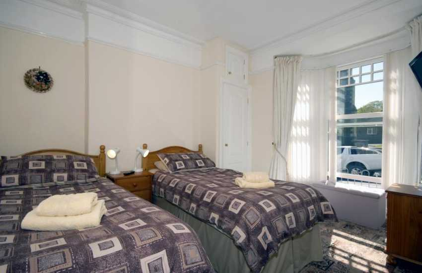 Aberaeron holiday house - ground floor twin with en-suite shower