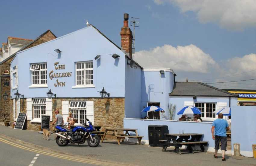 The Galleon Inn overlooks the beach - delicious Sunday lunches and all freshly prepared