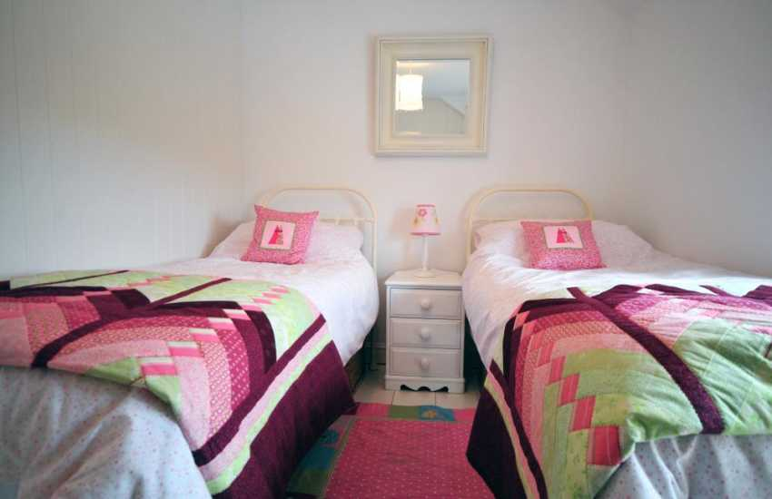 Lleyn holiday cottage - twin bedroom