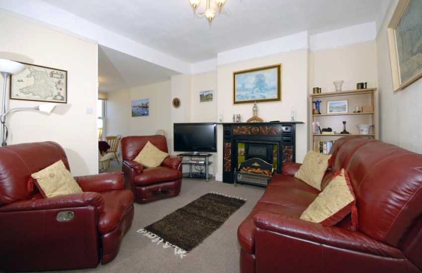 Aberaeron holiday house with harbour views - sitting room